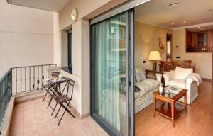 balcony and room Apartaments-Hotel Hispanos 7 Suiza in Barcelona